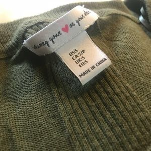 comfy, long sleeved, army green sweater